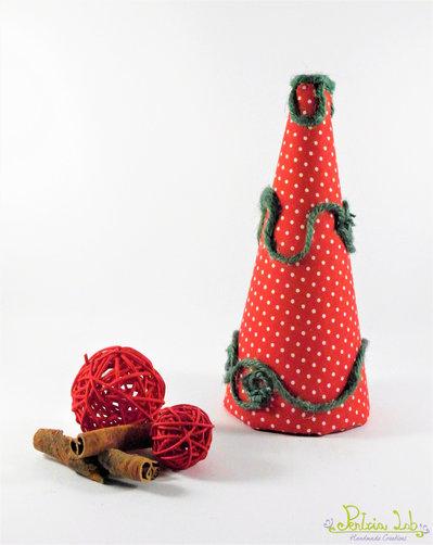 albero realizzato con tessuto in cotone rosso a pois bianchi e decorato con corda di canapa verde - altezza 21 cm