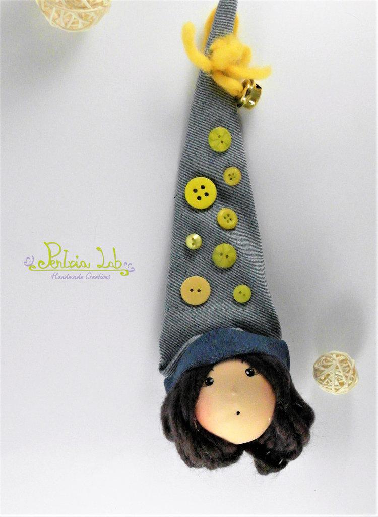 Gnometta in tessuto di jeans, oggetto decorativo / portafortuna / appendino