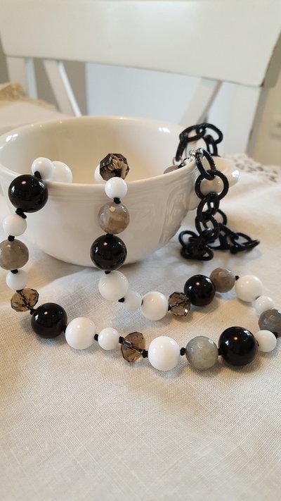 Collana di pietre dure con Onice nero ed agata bianca