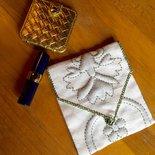 Bustina ricamata per specchietto e rossetto da borsetta