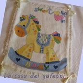 "Coperta in lana ricamata a punto croce ""Cavallo a dondolo"""
