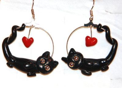 Orecchini ad'anello in metallo con gatto in fimo e perline - Collezione Cat my Love