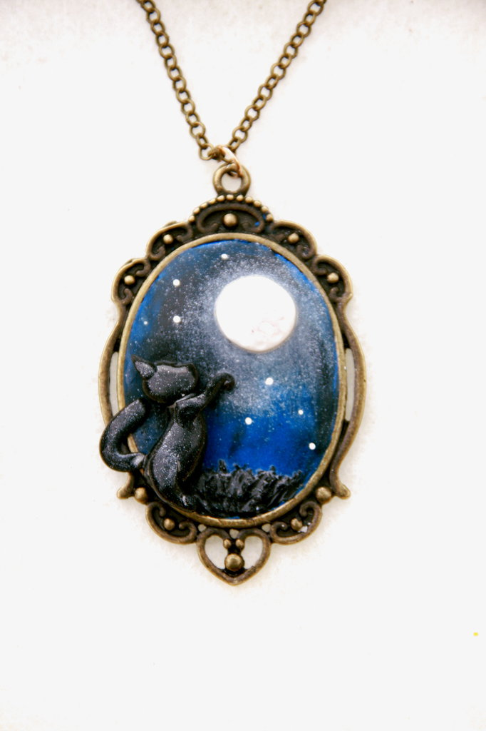 Cammeo con catenina in bronzo con gatto e sfondo in Fimo - Collezione il Gatto e la Luna Utopia