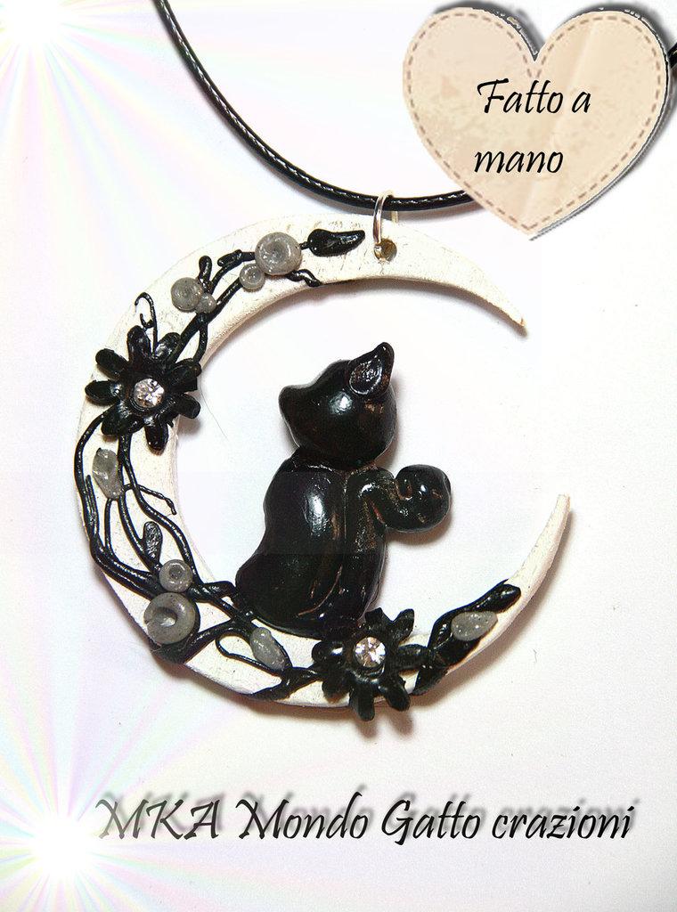 """Ciondolo con Luna in legno. Gatto e decori in Fimo con aggiunta di strass -  collezione il gatto e la Luna """"Luna in fiore"""""""