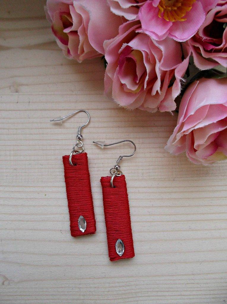 Orecchini rossi pendenti rettangolari con strass ovale trasparente