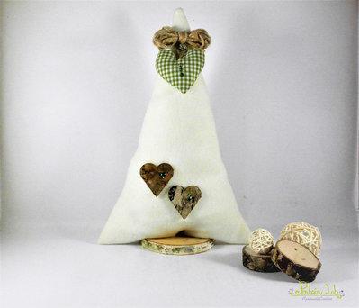 Albero in tessuto di pile bianco con base in legno di betulla, con decorazioni naturali. Altezza 31 cm