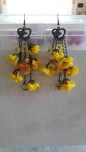Orecchini gialli di seta