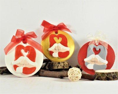 Medaglione in gesso ceramico, dipinto a mano, gnomi fraterni, con scatola fatta a mano