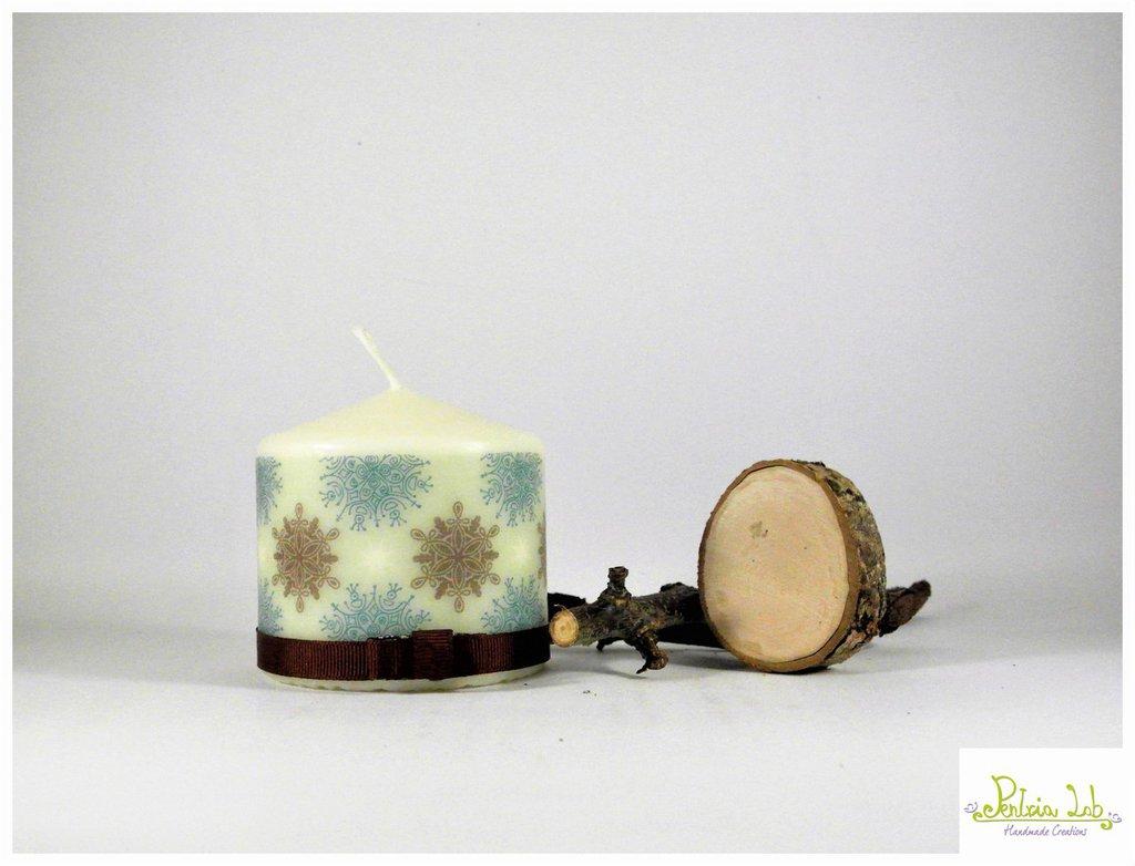 candela, fantasia fiocchi e stelle, altezza 8 cm , marrone e verde tiffany.
