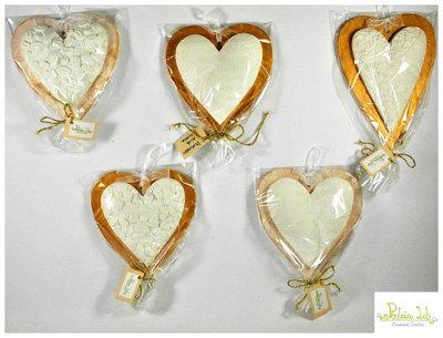 cuore in gesso ceramico profumato con base a cuore in legno di pioppo. Misura Grande