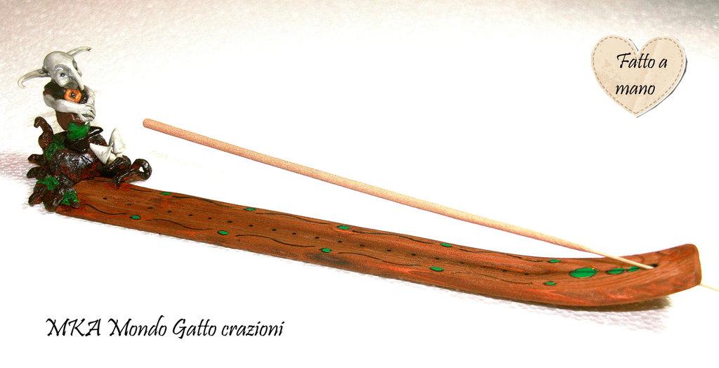 Porta incenso in legno con personaggio in Fimo - Ugo