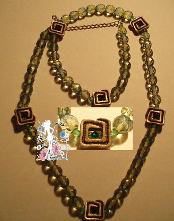 Collar con fornituras Verdes