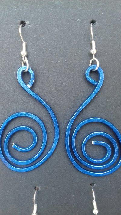 Orecchini in alluminio blu wire