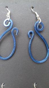 Orecchini wire pendenti blu