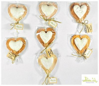 cuore in gesso ceramico profumato con base a cuore in legno . Misura Piccola
