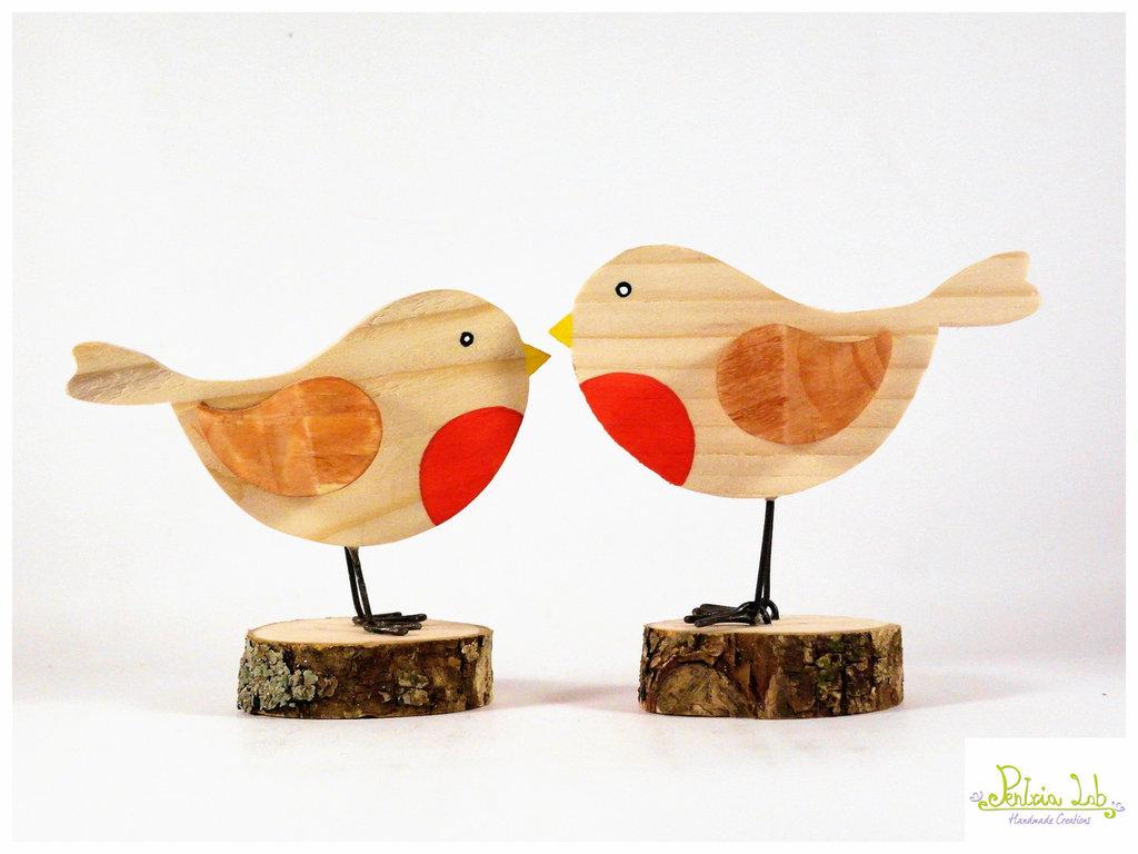 Pettirosso realizzato in legno di recupero di abete su base di quercia, oggetto decorativo.