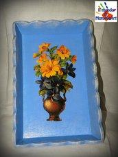 vassoio in legno decorato a mano con colori acrilici e tecnica di decoupage (vassoio celeste con vaso di fiori)
