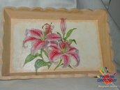 vassoio in legno decorato a mano con colori acrilici e tecnica di decoupage (vassoio rosa con fiori di giglio rosa)