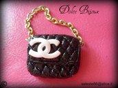 Ciondolo miniatura borsa borsetta Chanel realizzata a mano in fimo cernit...