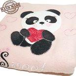 Coperta in pile neonata con applicazione di un panda interamente cucito a mano