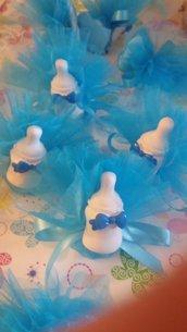 bomboniera biberon con fiocchetto azzurro gesso ceramico profumato