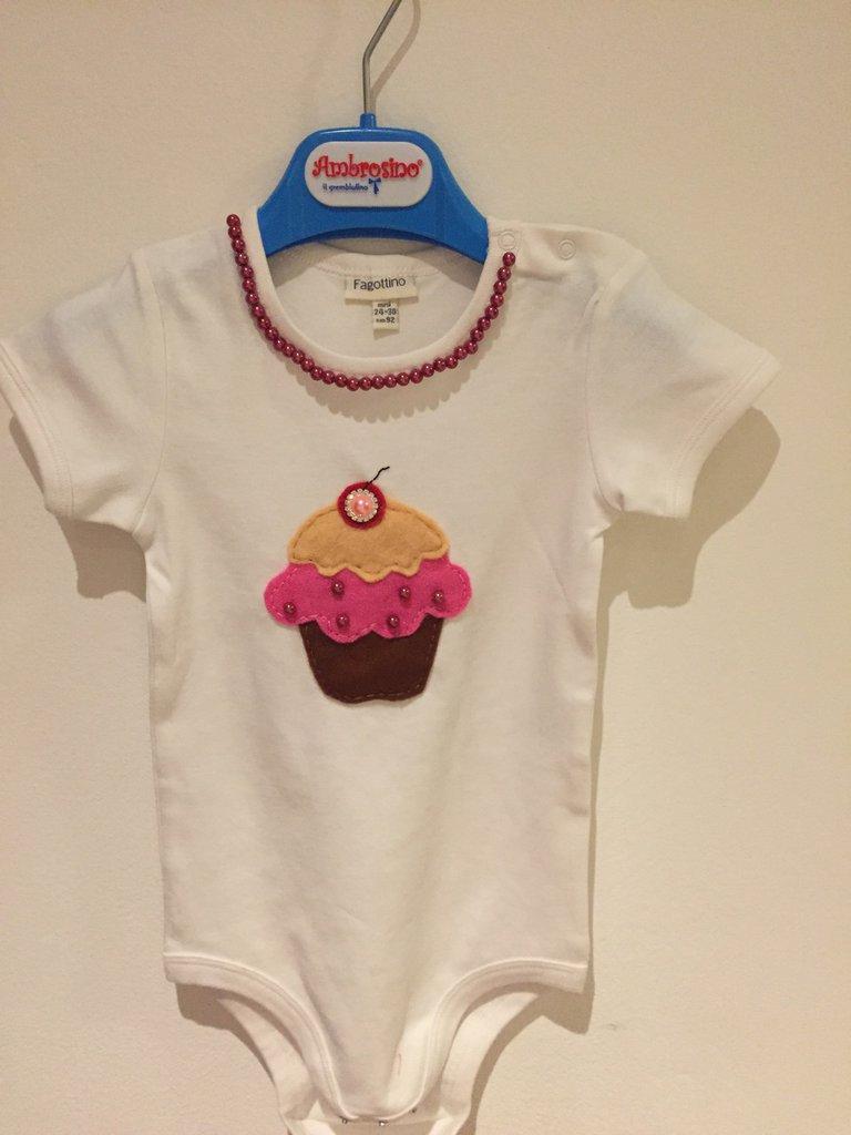 """Body personalizzato """"cupcake"""" con perline e applicazioni in feltro"""