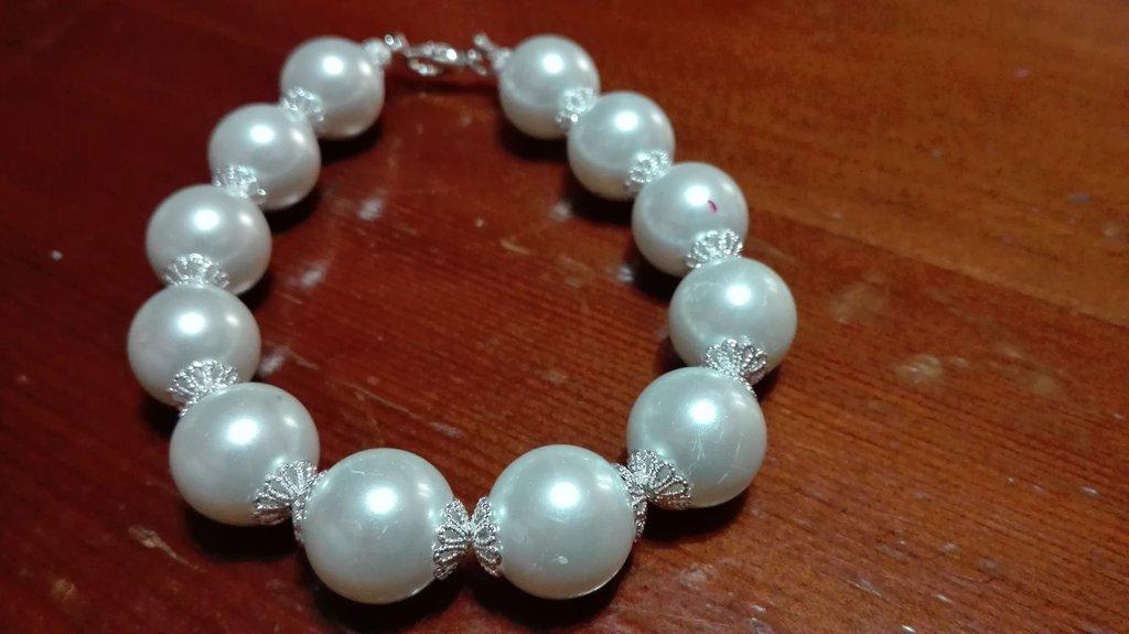 Bracciale con perle bianche elegante