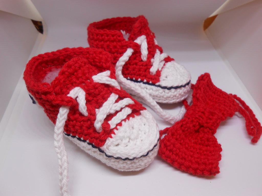 Inserzione riservata per ELISAM82, scarpine sportive rosse.