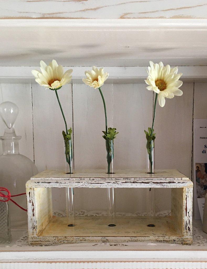 Porta fiori con ampolle in vetro