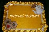 Coprifornelli giallo con biscotti