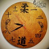 Orologio da parete in legno con scritta judo e numeri giapponesi