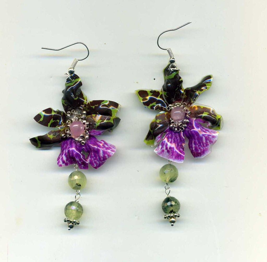 Orecchini pendenti con orchidea in sospeso trasparente e prenite