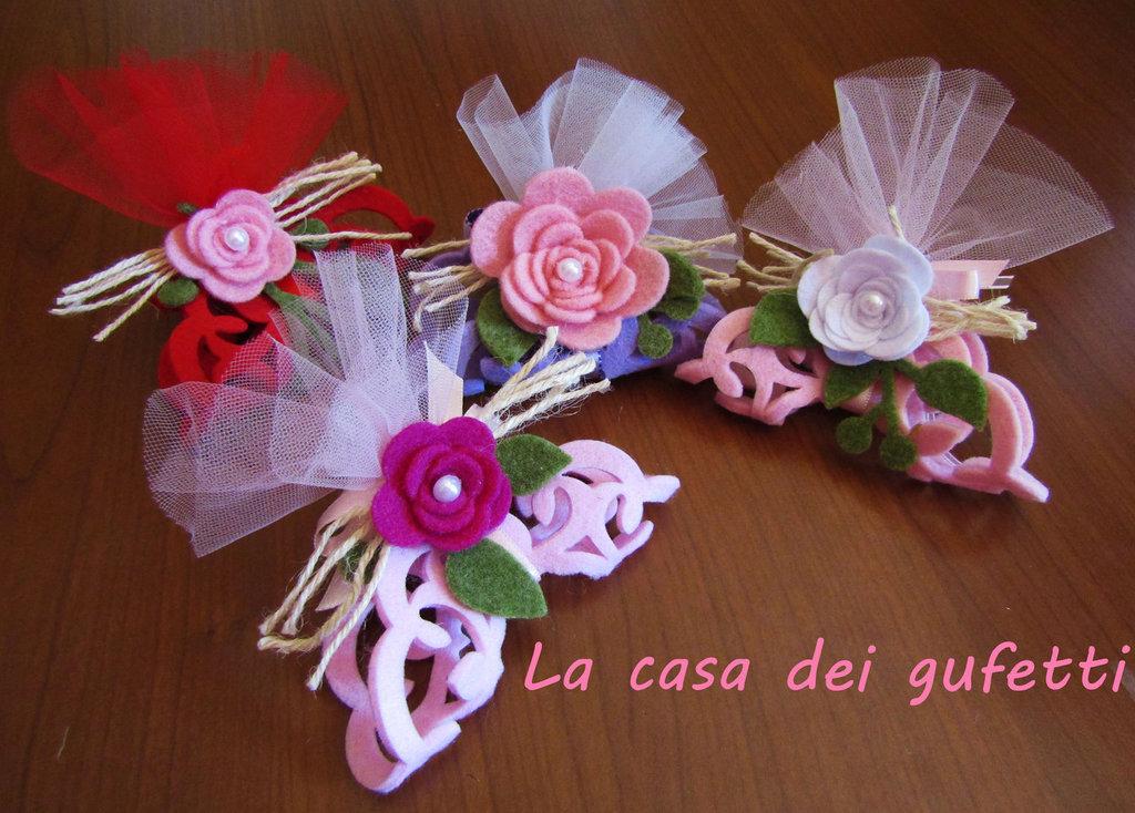 Centrino in feltro decorato con rosa da usare come segnaposto o bomboniera