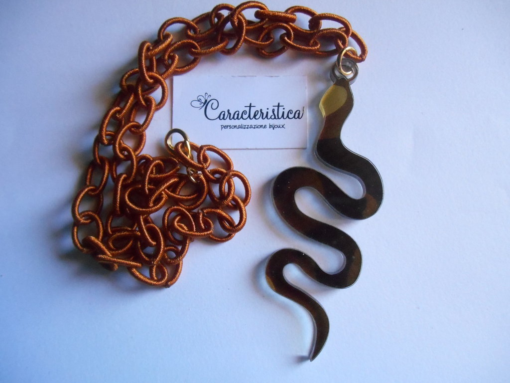 Collana ciondolo serpente in plexiglas color camouflage