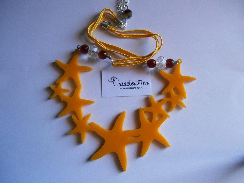 Collana ciondolo centrale stelle marine in plexiglass giallo