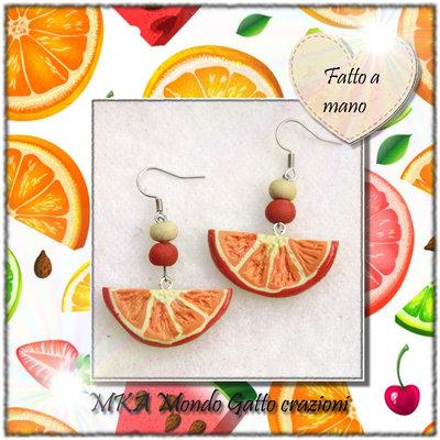 Orecchini a monachella in metallo e Fimo della collezione Frutta - L' arancia
