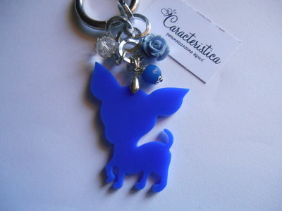 Portachiavi ciondolo chihuahua in plexiglass azzurro