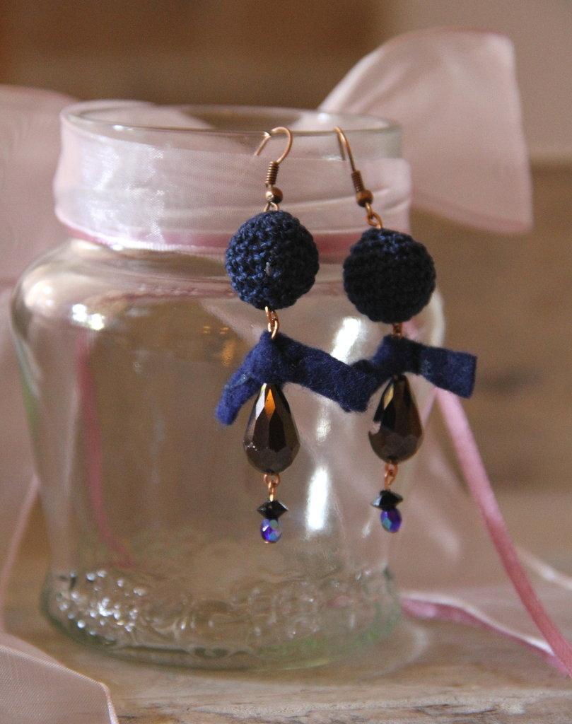 Orecchini, lana blu