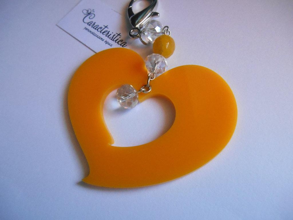 Ciondolo cuore plexiglass giallo