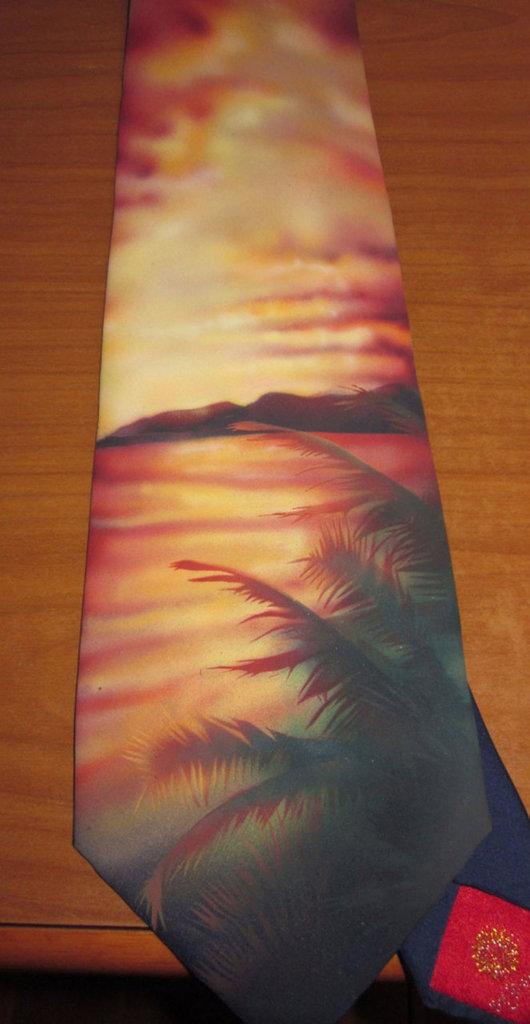 Cravatta aerografata con acrilici