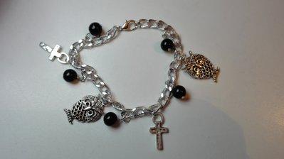 Bracciale a catena con charms e perle nere