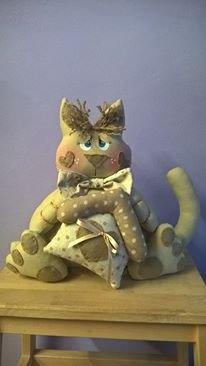 Gattino con casetta