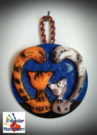 targa-mattonellina in polvere di ceramica, decorata a mano con colori acrilici (romantic cats)