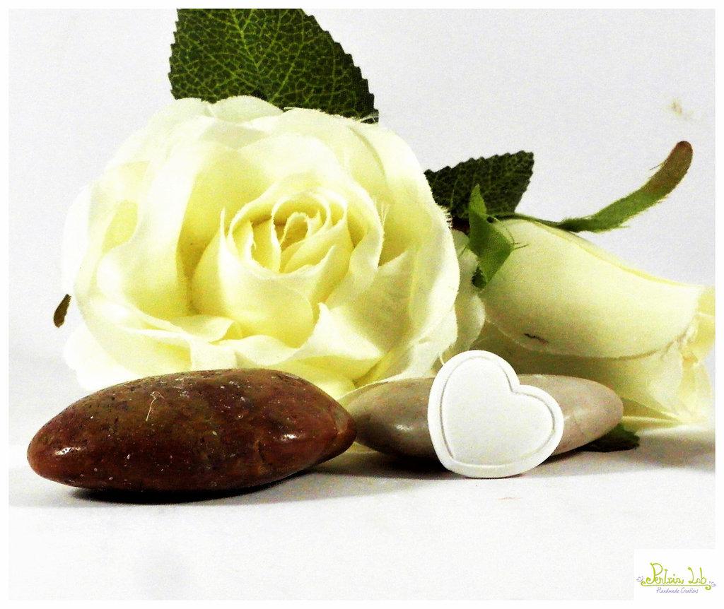 cuoricino in gesso ceramico bianco o colorabile su richiesta. ordine minimo 10 pz