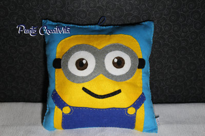 Cuscino minion in pannolenci