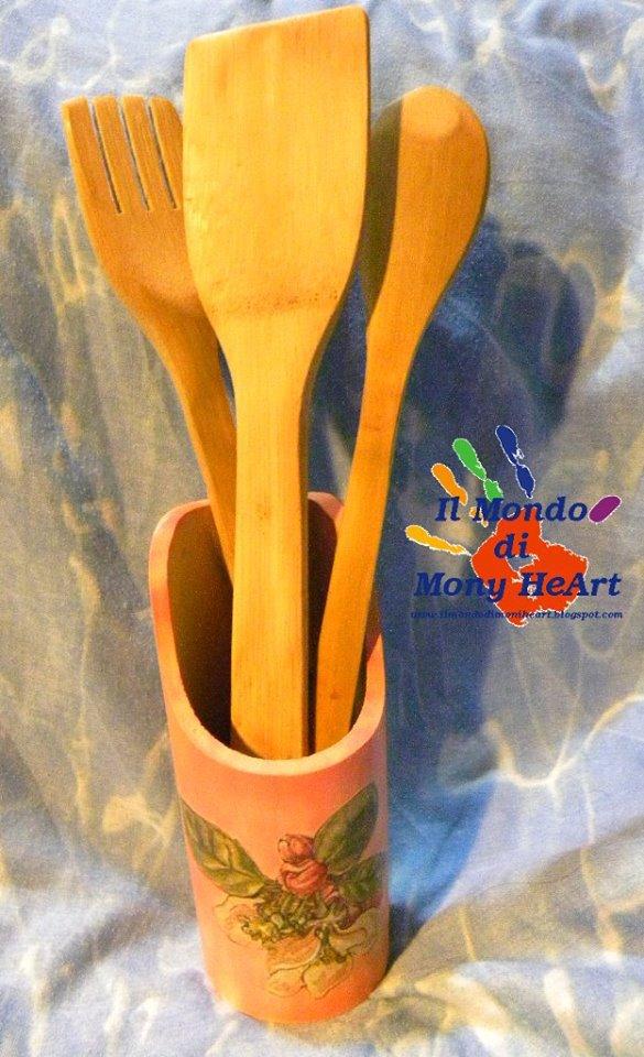 Porta mestoli (+ 3 mestoli) in bamboo decorato a mano con colori acrilici e tecnica di decoupage (porta mestoli disponibili: rosa-fuxia-verde-blu)
