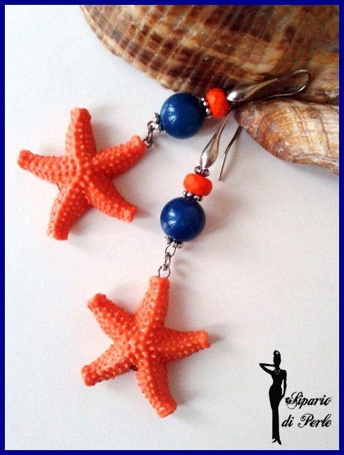 Orecchini con stelle marine in resina arancio e perla blu