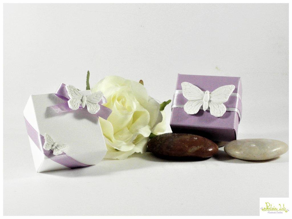 scatola quadrata con farfallina/e in gesso ceramico di piccole dimensioni. colori personalizzabili - bomboniera - porta confetti - segnaposto