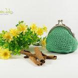 Portamonete chiusura clip clap argentata, realizzato ad uncinetto, color verde primavera
