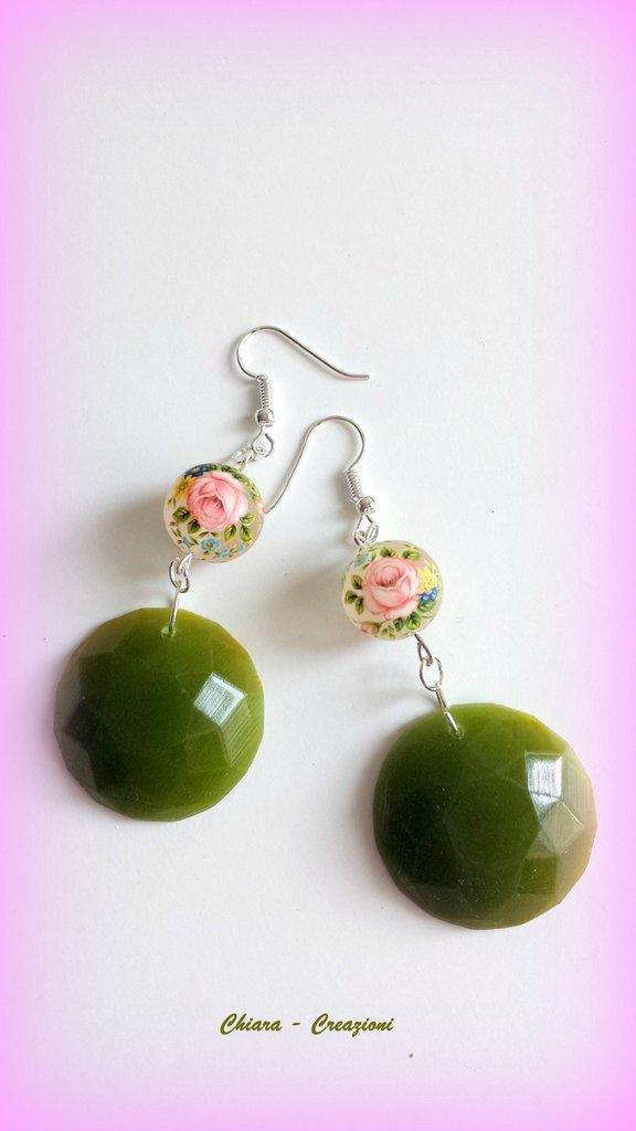 Orecchini in resina handmade con perlina in resina con rose verde greenery primavera idee regalo donna
